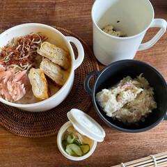 お弁当 今週もお疲れ様弁当🍱  鮭、ちりめん鰹ふ…(1枚目)