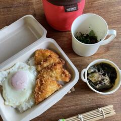 お弁当 チキンカツカレー弁当🍛  目玉焼き、ピー…(1枚目)