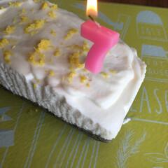 スイーツ 母のお誕生日祝いにレアチーズケーキ。 お…(1枚目)