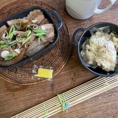お弁当 焼豚丼弁当🍱  ポテサラ、玉葱醤とネギ、…(1枚目)