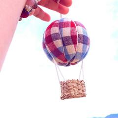 気球モビール/モビール/100均リメイク/100均/ハンドメイド/手作り/... 夏の空にぴったりな気球を作ってみました(…(1枚目)