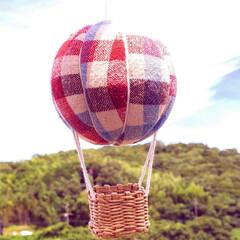 気球モビール/モビール/100均リメイク/100均/ハンドメイド/手作り/... 夏の空にぴったりな気球を作ってみました(…(2枚目)