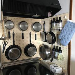 パンチングボード/壁面収納/見せる収納/片付けやすい/使いやすい/ワンアクション パンチングボードを使った、鍋やフライパン…