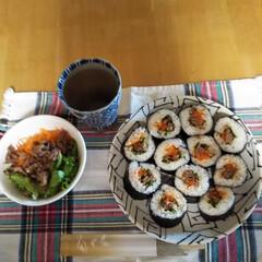 朝食兼昼食/韓国風キンパ 今日は娘達が休みでまだ寝てます🤣 朝とお…