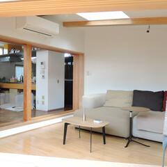 中庭/デッキ/居間 中庭から増築部分を見る