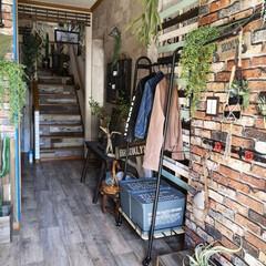 玄関インテリア/entrance/トローリーハンガー/DIY/収納/暮らし 玄関にあるトローリーハンガー。 子どもた…