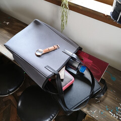バッグ好き/軽量バッグ/通勤コーデ/Qbag/ファッション/夏対策/... 通勤用のバッグ。 これqbagってやつな…(1枚目)