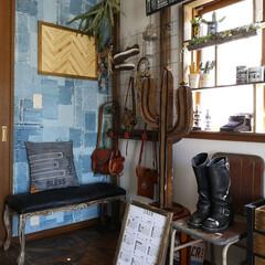 シンコール アクセント壁紙 jouanal Standard Furniture コラボレーション BA3096 天井高3mまで(4(壁紙)を使ったクチコミ「寝室の一角 好きなものを好きなだけ飾って…」