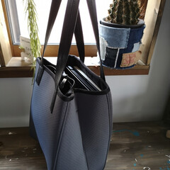 バッグ好き/軽量バッグ/通勤コーデ/Qbag/ファッション/夏対策/... 通勤用のバッグ。 これqbagってやつな…(3枚目)