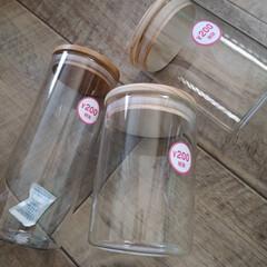 キッチン収納/キッチン雑貨/キッチン/ラベルシール/調味料ボトル/調味料収納/... ダイソーのボトルで 調味料を統一。 自作…(2枚目)