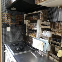 調味料収納/調味料棚/キャンドゥ/セリア/100均/DIY/... キッチンのリセット完了。 コンロ後ろに棚…