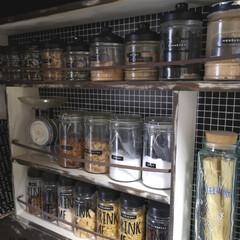 調味料棚/調味料収納/調味料入れ/キャンドゥ/セリア/100均/... セリアとキャンドゥのボトルがほとんど。 …