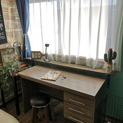 息子の部屋/棚DIY/机周り/子ども部屋/棚受け/TANNER/... 息子の机。 机に沢山並べたり飾ったりで …