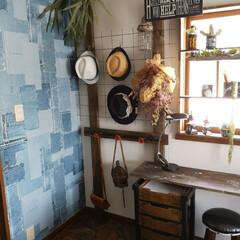 窓枠DIY/窓際インテリア/デニム壁/クッションフロア/パーケット柄/ディアウォール/... 寝室の一角。 以前、勿体ないという理由か…