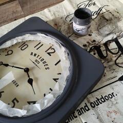 カインズ KUMIMOKUアンティークカラーズ スモーキーグレイ 200ml(ペンキ、塗料)を使ったクチコミ「時計のカラーが飽きたのでリメイク 上部に…」