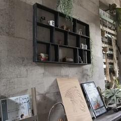 男前インテリア/廊下/壁紙屋本舗/画鋲で飾る/すのこ棚/すのこリメイク/... 廊下です。 ホームセンターのすのこで作っ…