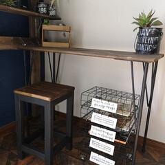 100均/キャビネット/男前インテリア/ワイヤーラティス/セリア アイアンで男前に作った机。 その隣にある…