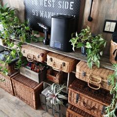 カゴ収納/棚DIY/収納/雑貨/DIY/インテリア リビングの棚をブラックからブラウンへ作り…
