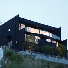 デザイナーズ住宅/注文住宅/施主支給/建築家/外観 高台の上に建つK様邸。 リビングやバルコ…