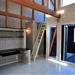 おしゃれなリビング/おしゃれなダイニング/かっこいい家/おしゃれな家/家づくり/アイランドキッチン/... 敷地に約1m弱の高低差がある為数段の階段…