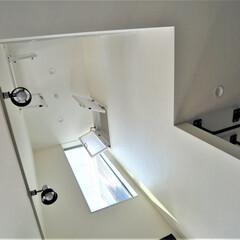 吹抜け/室内窓/照明/モダンな家/デザイン住宅/注文住宅/... ダイニングに小上がりの座敷、ボルダリング…