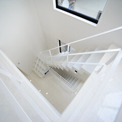 吹抜け/吹抜け階段/リビング階段/鉄骨階段/おしゃれな家/かっこいい家/... 変形した狭小地、24坪という敷地に、建物…