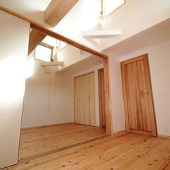 木造/3階建て/木の家/高窓/燃え代設計 3階子供室(二部屋続き) 大きな梁は燃え…