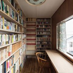 カーテン/書斎/本棚/収納/ウイリアム・モリス/アート・アンド・クラフト/... 2階の書斎。天井一杯の書棚を新設。カーテ…
