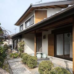 建築家/奈良/大阪/古民家/和風/リフォーム/... 1階は既存掃き出し窓に電動シャッターを…