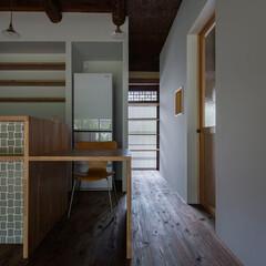 「キッチンの背面は回遊性のある納戸。インタ…」(1枚目)