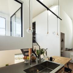 新築/木造/住宅/戸建て/大阪/奈良/... キッチンから水廻りを納めた小さな家を見る…