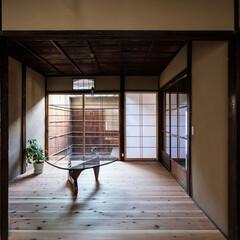 京都/奈良/大阪/関西/京町家/町屋/... 東西の坪庭に挟まれた居間は明るく風通しも…
