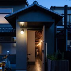 町家/町屋/古民家/リノベーション/リフォーム/建築家/... 玄関夕景。