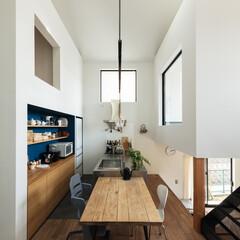 新築/木造/住宅/一戸建て/戸建て/ナラ/... 四つ角からダイニングキッチンを見る。