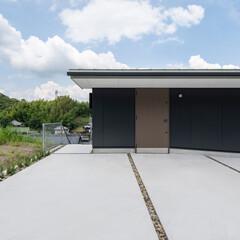 新築/住宅/戸建て/外壁/間取り/エントランス/... 外壁は大版サイディングを塗装仕上げ。表札…