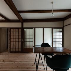 古民家/町家/町屋/リフォーム/リノベーション/奈良/... 床は杉の無塗装フローリング。壁は漆喰中塗…