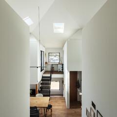 吹き抜け/住宅/新築/戸建て/木造/家/... 北東から四つ角を見る。大きな家の四隅に小…
