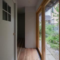 「庭に面した廊下。左手はトイレ。」(1枚目)