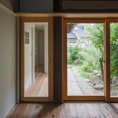 「開口部はアルミサッシを撤去し木製建具を製…」(1枚目)
