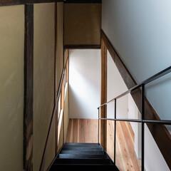 「階段見下ろし。左の壁面に撤去した丸太梁の…」(1枚目)