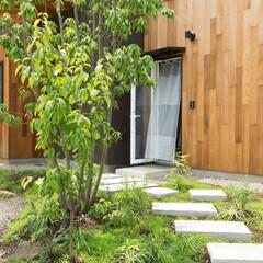 アプローチ/スロープ/クローバー/植栽/玄関/不動産・住宅/... 【cotoiro】自然な植栽のアプローチ…