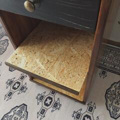 見て下さりありがとうございます♡/木工/DIY/端材DIY/廃材DIY/サイドテーブルDIY/... 父のベッドサイドテーブルを廃材で作りまし…(4枚目)