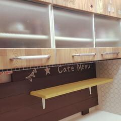 食器棚収納/食器棚DIY/食器棚/食器棚リメイク/カフェ風キッチン/カフェ風インテリア/... 実家の食器棚のリメイクです。 あまり使っ…