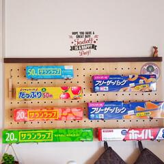 カフェ風キッチン/カフェ風インテリア/北欧雑貨/ウォールバー/有効ボード/パンチングボード/... ダイソーのウォールバーが2つでピッタリ✨…
