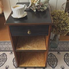見て下さりありがとうございます♡/木工/DIY/端材DIY/廃材DIY/サイドテーブルDIY/... 父のベッドサイドテーブルを廃材で作りまし…(1枚目)