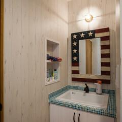 洗面台/タイル/WTW/ビーチスタイル/カリフォルニアスタイル タイルを使った洗面台にwtwの鏡を組み合…