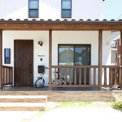 カバードポーチ/外観/漆喰/玄関 玄関前にカバードポーチが広がります!