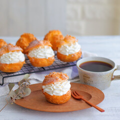 シュークリーム/おやつ/手作りお菓子 カスタードクリームと生クリームをたっぷり…