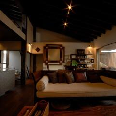 和風/和モダン/アジアン/アジアンリゾート/バリ/バリ島/... アジアンリゾート風住宅「風の家」のリビン…