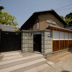 和風/和モダン/外壁/外構/塀/瓦/... 「坂塀」は、外壁と外構のリノベーションで…